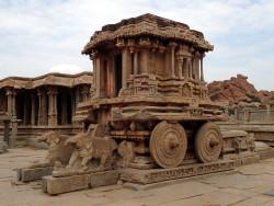 Célèbre char en pierre du temple Vitthala