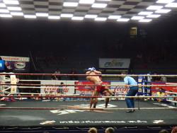 Impressionnant combat de Muay Thai
