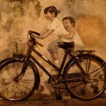 Enfants sur un vélo à Pénang