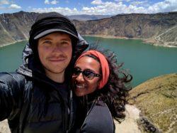 Heureux devant le cratère de Quilotoa